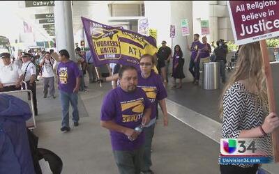 Marcha en LAX resultó en arrestados
