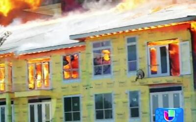 Obrero salió vivo de un incendio que colapsó todo un edificio