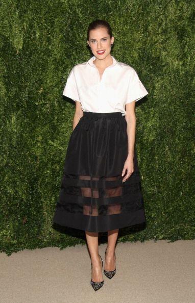 Allison Williams, actriz de la serie Girls, escogió una falda en corte A...