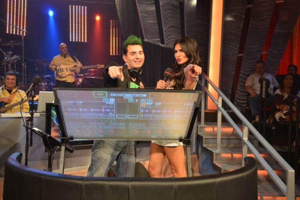 Nuestro DJ y Alejandra Espinoza estuvieron invitando a la audiencia a es...