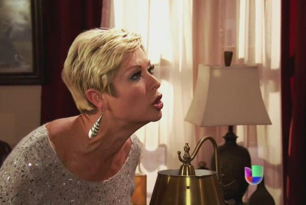 Isadora le grita a su marido, no concibe su arrepentimiento absurdo. Le...