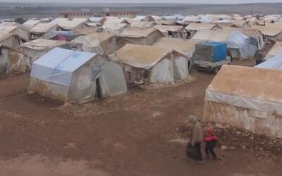 Refugiados sirios se enfrentan a un fuerte invierno en la provincia de I...