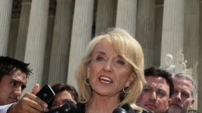 La gobernadora de Arizona, Jan Brewer.