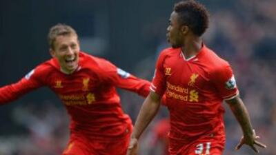 Sterling se lució con los 'Reds', al marcar dos de los tres goles con lo...