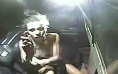 Video muestra cómo una mujer atacó con gas pimienta a los oficiales que...