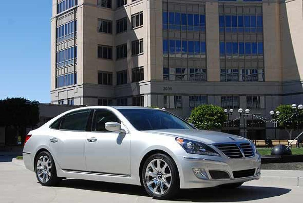 La dinámica de conducción es crítica en todos los sedanes de lujo y el E...