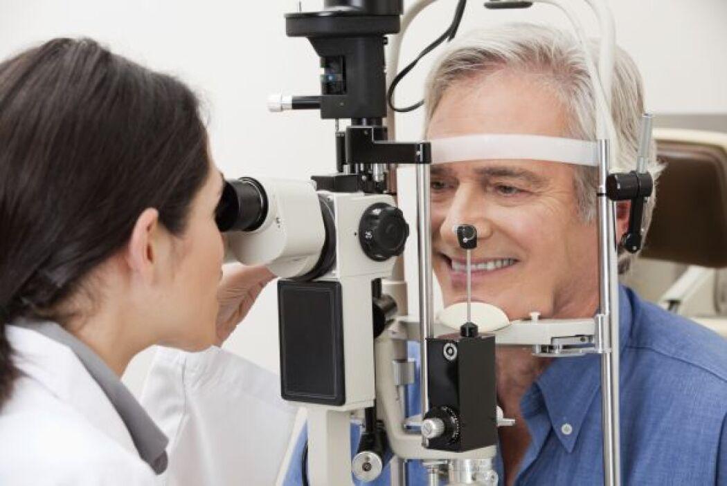1-Visite a un optómetra o un oftalmólogo para un examen antes de usar le...