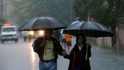 Las autoridades salvadoreñas alertaron a la población por onda tropical.