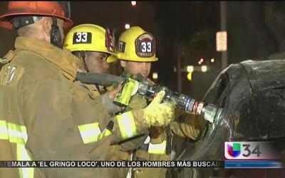 Criminales incendian un auto de lujo en el sur de Los Ángeles
