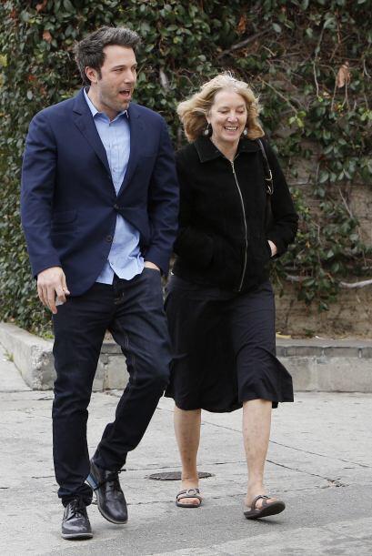 Ben y su madre caminaron un poco por las calles de Los Ángeles. Mira aqu...