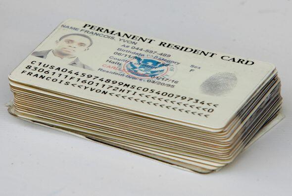 7- Si no eres ciudadano, tu tarjeta de registro de extranjero o residenc...