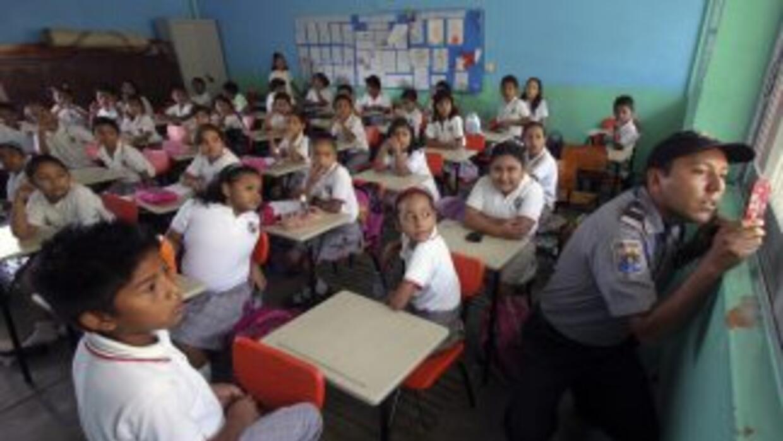 Los alumnos de sexto grado de una primaria de Michoacán fueron desnudado...