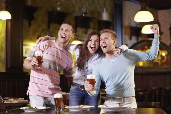 Si te reúnes con amigos para ver un encuentro concéntrate...