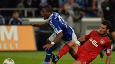 Farfán es víctima de un penalti que el mismo cobraría para el triunfo 2-...