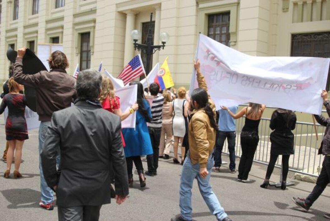 Sin embargo también había protestas de la gente cercana a todas las víct...