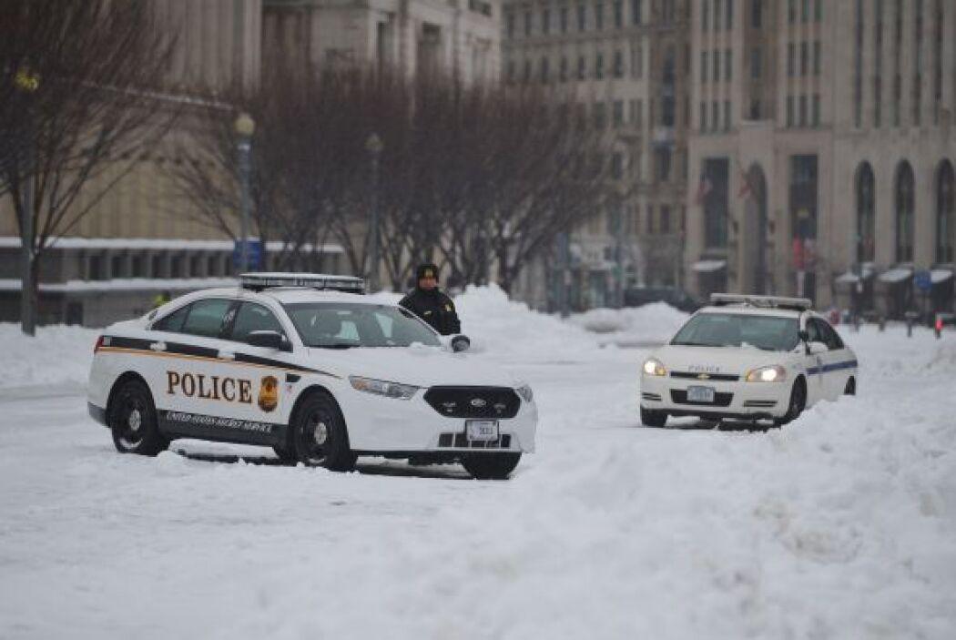 La expectativa, advierten las autoridades, es que en NY la nevada se con...