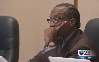 Acusan a comisionado de Dallas por corrupción