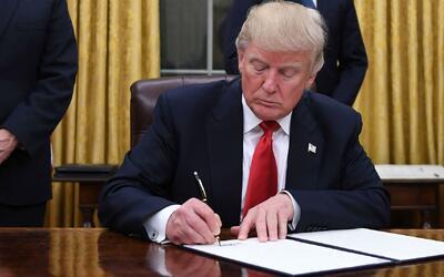 Donald Trump firmaría orden ejecutiva que permitiría la exploración de g...