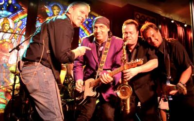 La B Street Band había sido contratada hace más de tres a&...