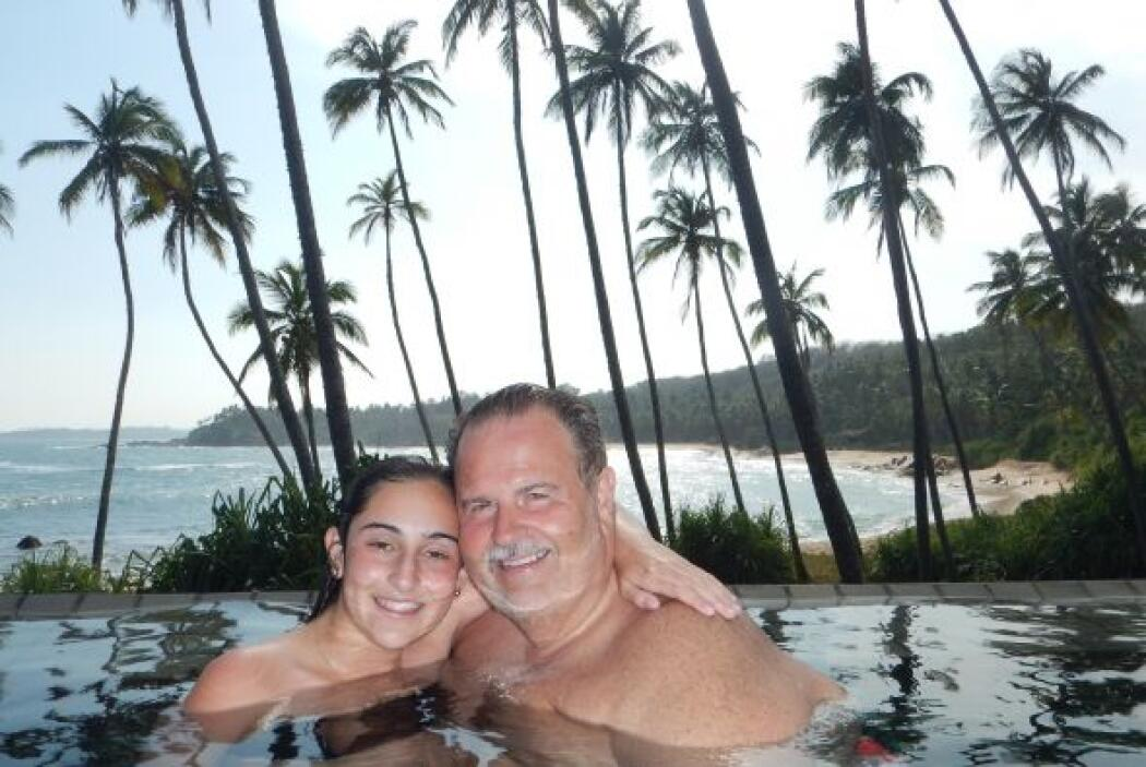 Aquí lo vemos con su hija Mía, quien disfrutó del maravilloso paisaje de...