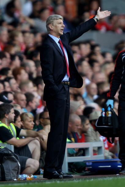 El técnico del Arsenal, Arsene Wenger, quien días atrás renovó su contra...