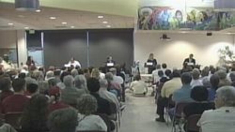 Los cuatro candidatos durante debate en la ciudad de Tucson
