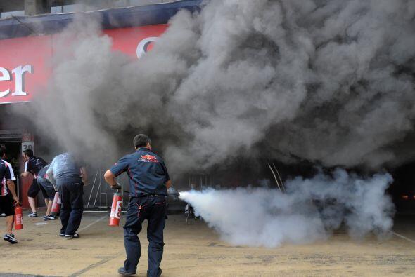 Esto, mientras llegaban los bomberos al lugar.