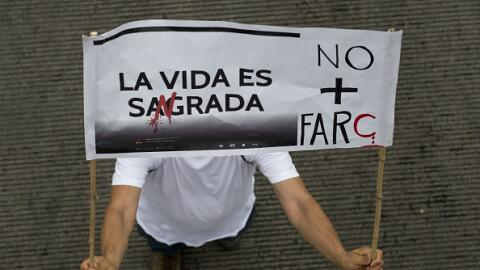 Manifestantes protestan contra FARC