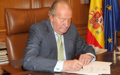 El Rey Juan Carlos de España abdicó al trono