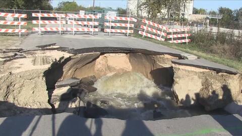 Trabajadores suman esfuerzos para reparar los daños en la calle Quintana