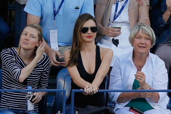 La modelo Miranda Kerr viendo el partido de Serena. Mira aquí lo último...
