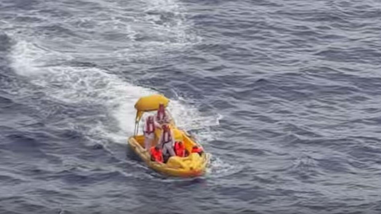 Crucero rescata a 7 cubanos que estaban a la deriva