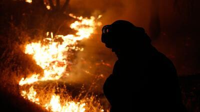 Continúa extendiéndose el fuego en California