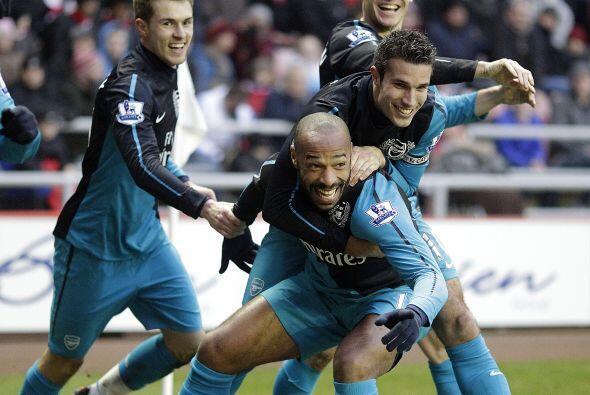 Su gol fue fiesta para los 'Gunners', incluido el francés 'Titi'...
