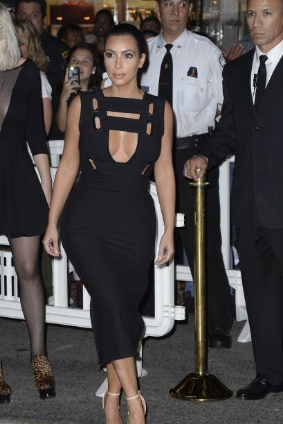 Kim Kardashian volvió a hacer alarde de sus curvotas y sus mega e...