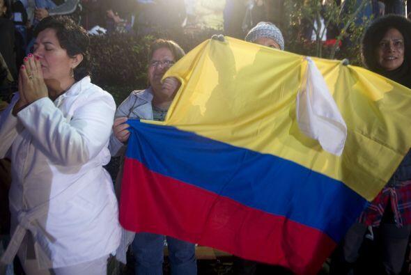 Cientos de fervientes católicos se reunieron en el municipio colombiano...