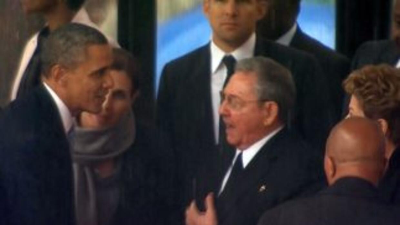 Histórico apretón de mano entre Barack Obama y Raúl Castro