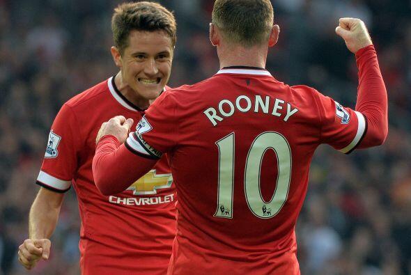 El capitán del United recibía el pase de Herrera y se lo agradecía al va...