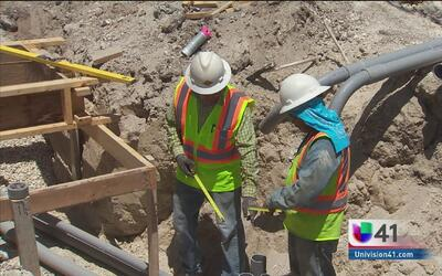 Golpe de calor afecta a los trabajadores de la construcción