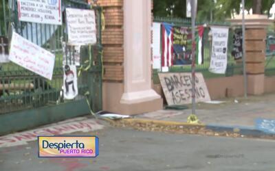 Estudiantes votan a favor de mantener la huelga en el recinto de Río Pie...