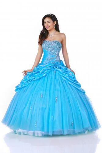 Esta comprende una serie de vestidos de XV años inspirados en cada una d...
