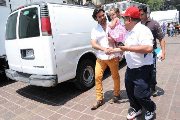 El cantante se presentó en la Plaza de Coyoacán, y estuvo...