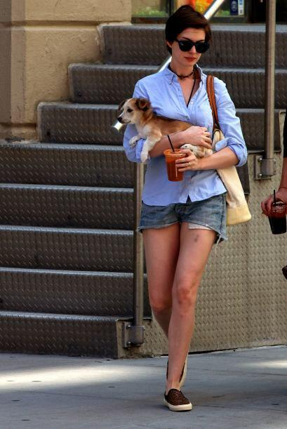 ¡Anne Hathaway sabes que ya es verano! Esta talentosa mujer aprove...
