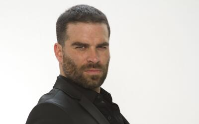 Alejandro Nones es 'Óscar Lucio' en 'La piloto'