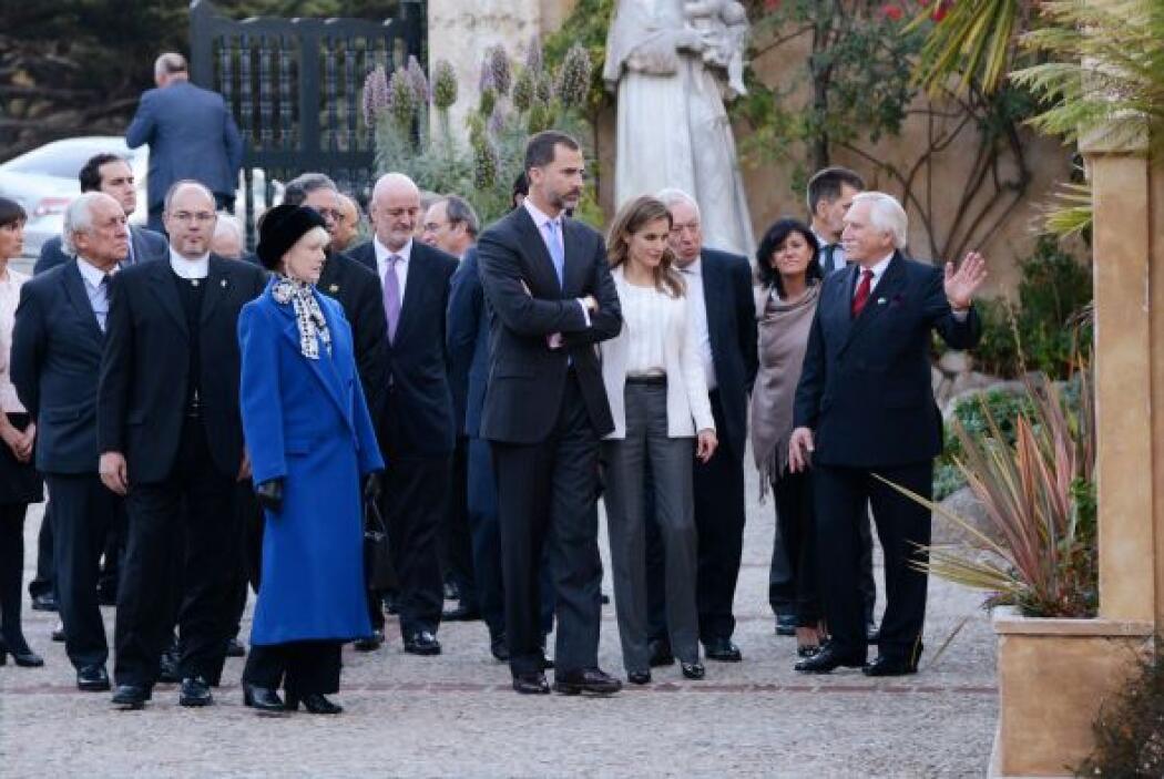 El Príncipe Felipe y la Princesa Letizia visitaron La Misión de San Carl...