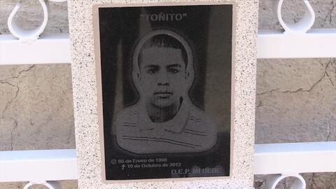 José Antonio Elena Rodríguez de 16 años, recibió diez disparos de bala p...
