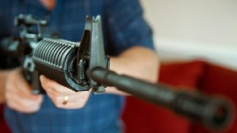 Fusil semiautomático AR-15. Defense Distributed dice haber fabricado y p...