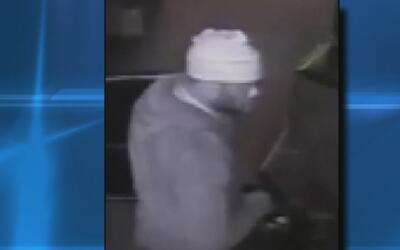 Buscan al sospechoso de varios robos nocturnos en negocios de Brooklyn