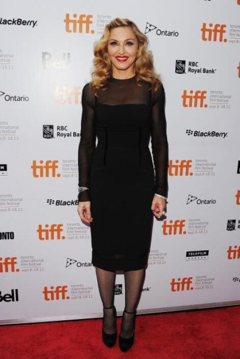 Los vestidos 'pencil' con zapatos Mary Janes nunca le fallan a su estilo...