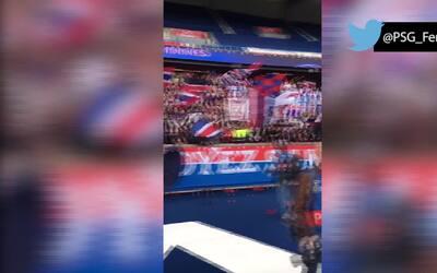 Emotiva celebración del PSG Femenino con sus fans tras eliminar al Barça...